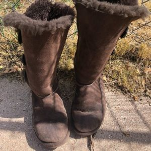 Authentic brown tripple baily button uggs